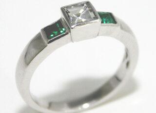 Sortija de diamante con esmeraldas que Germán Joyero sorteó en la Feria Disney Bodas en el Hotel Ritz de Madrid el día 19 de febrero de 2012